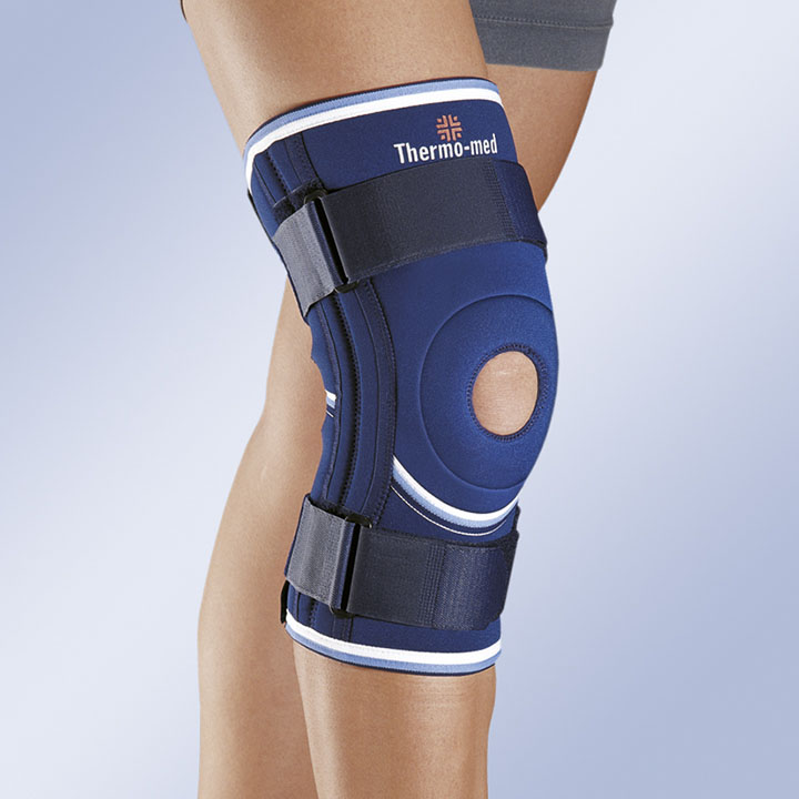 NEOPRENE KNEE SUPPORT WITH FLEXIBLE LATERAL STABILISERS AND SECURING STRAPS