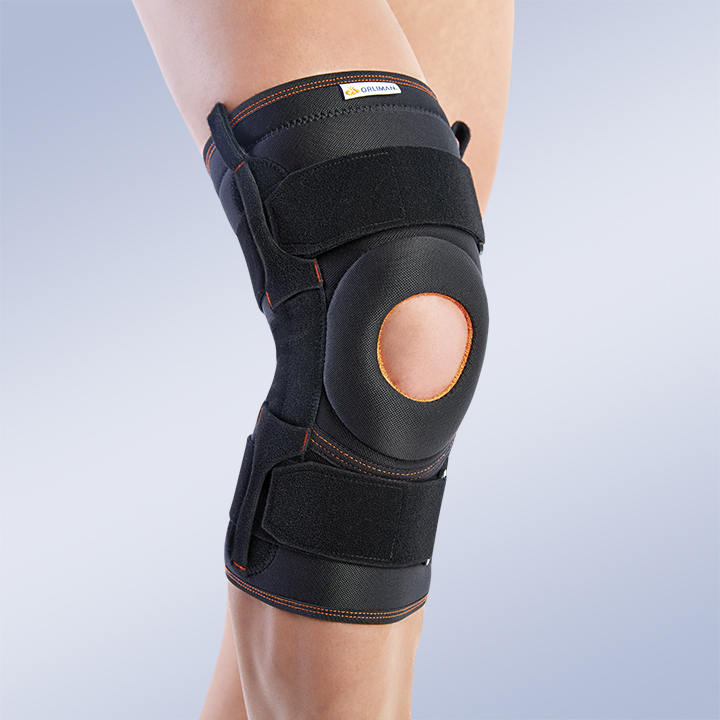 KNEE BRACE WITH FLEXIBLE LATERAL REINFORCEMENTS