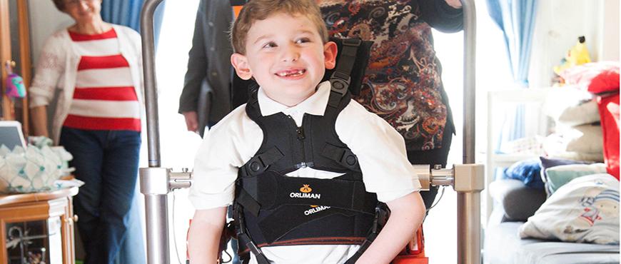 Nace el primer exoesqueleto infantil que permite caminar