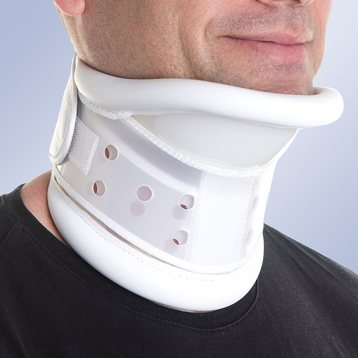 SEMI-RIGID COLLAR WITH CHIN SUPPORT (adjustable)