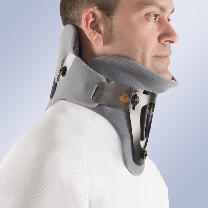 TWO-PIECE CERVICAL COLLAR. RIGID CERVICAL ORTHOSIS WITH OCCIPITAL-MANDIBULAR SUPPORT