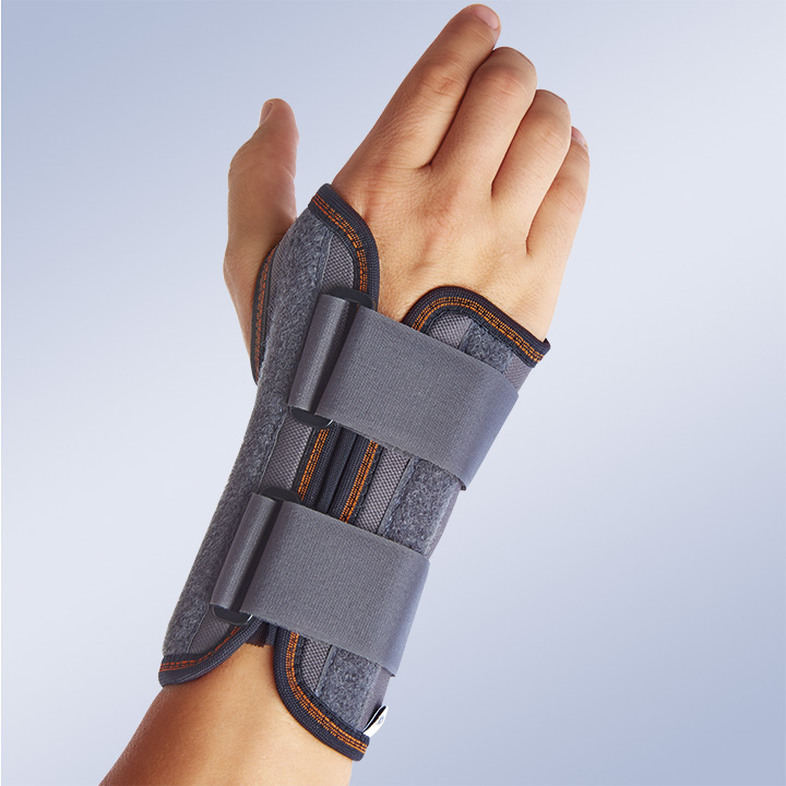 SEMI-RIGID IMMOBILISING WRIST SUPPORT WITH PALMAR SPLINT