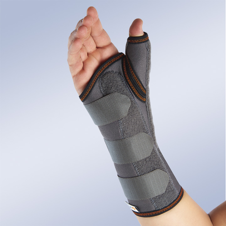 LONG SEMI-RIGID IMMOBILISING WRIST SUPPORT WITH PALMAR AND THUMB SPLINTS