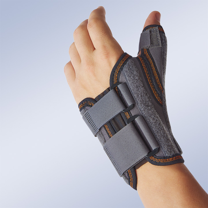 SEMI-RIGID IMMOBILISING WRIST SUPPORT WITH THUMB SPLINT
