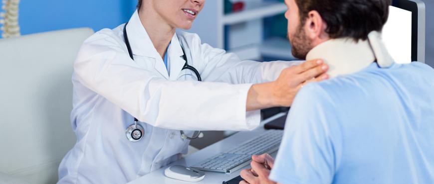 Beneficios del collarín cervical, alivia el dolor de tu tortícolis