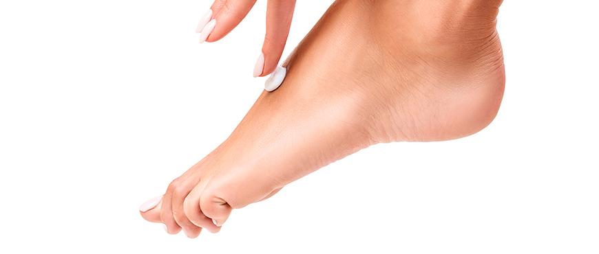 como curar un callo en el dedo chiquito del pie
